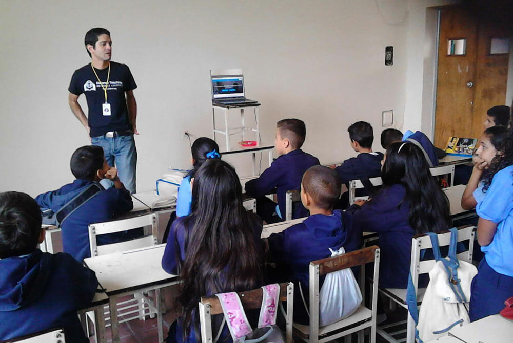 Above: Nestor Jerez, Distance Teaching and Mobile learning Representative in Venezuela is teaching ESL class