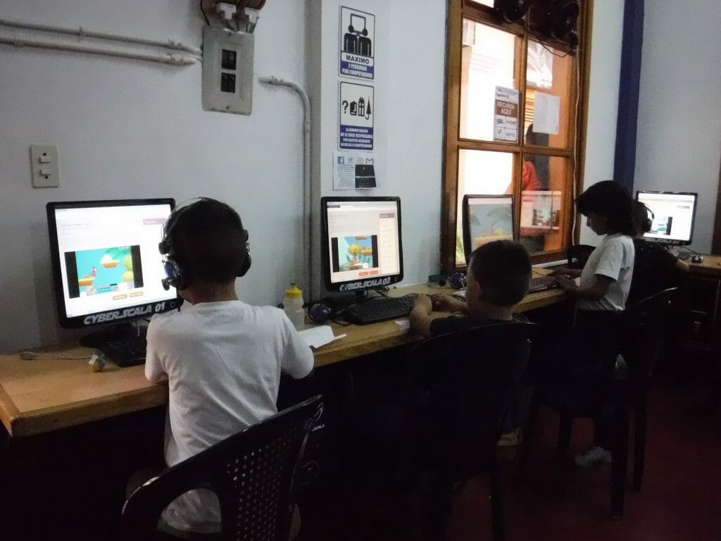 Kids with Distance Teaching and Mobile Learning technology