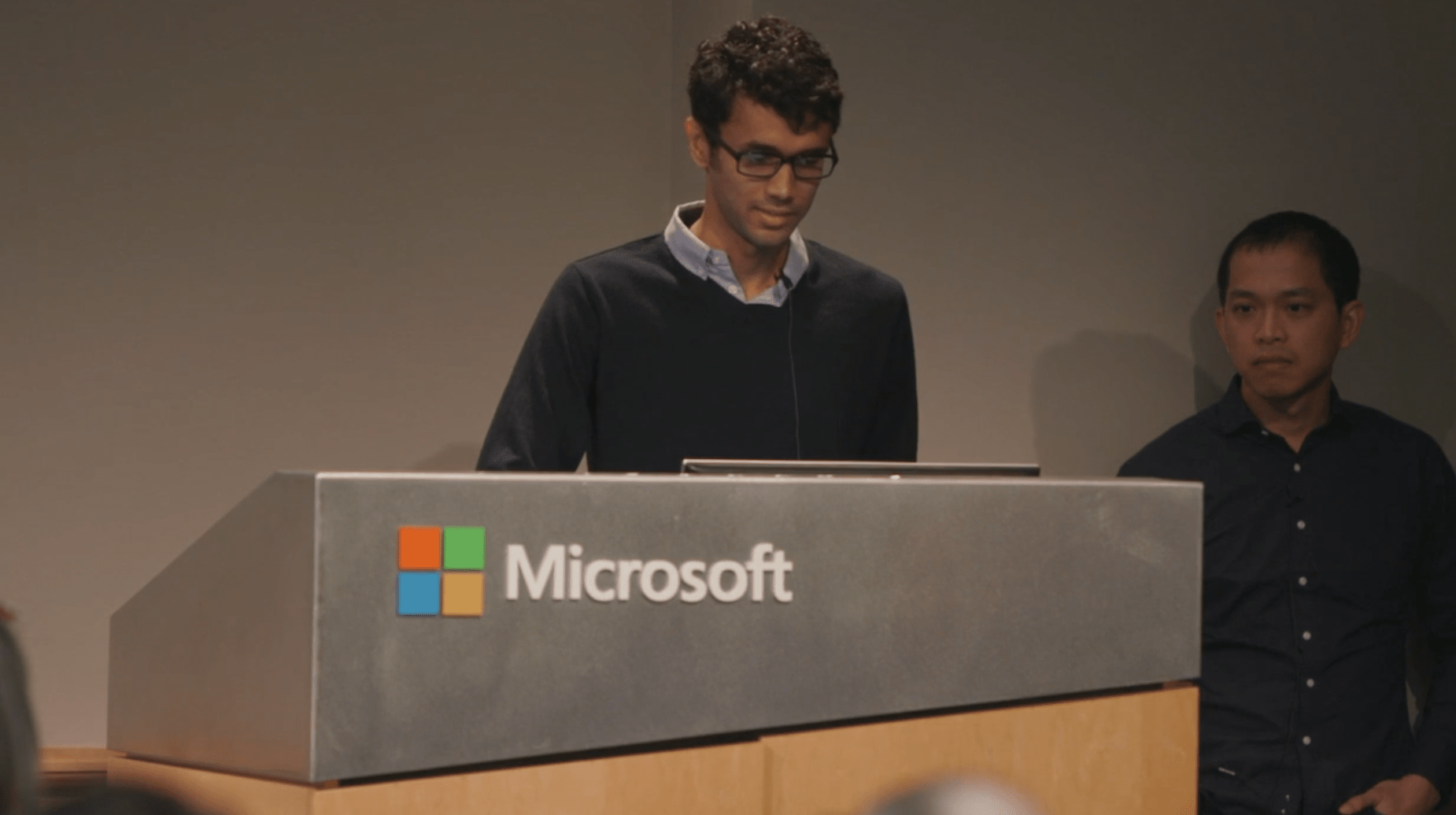 Presenting Distance Teaching Mobile learning at Microsoft event