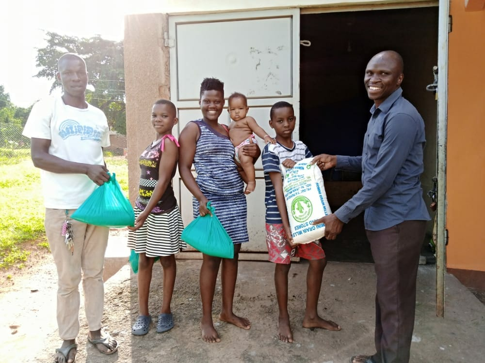 Family receiving food donation